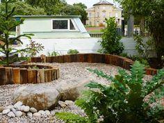 Garden for houseboat on the Thames in Richmond, West London