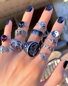 Nail Jewelry, Cute Jewelry, Jewelry Accessories, Grunge Jewelry, Hippie Jewelry, Nail Ring, Accesorios Casual, Ring Necklace, Ear Piercings