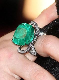 Lorraine Schwartz Emerald and Diamonds Ring