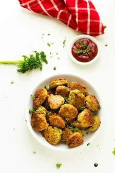 These Kid Friendly Quinoa Fritters are one of my favorite quinoa recipes for kids! The perfect way to get your kids eating quinoa without a fuss. Bonus: Adults love them too. This easy gluten free recipe deserves to become a habit. Quinoa Recipes For Kids, High Protein Vegetarian Recipes, Healthy Recipes, Vegetarian Meals, Veggie Meals, Toddler Meals, Kids Meals, Toddler Recipes, Kid Recipes