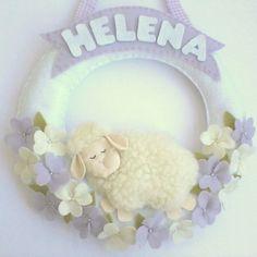 Guirlanda Urso Baby no Elo7 | Brazilian Gift (33863E) Felt Wreath, Welcome Baby, Baby Accessories, Felt Crafts, Cute Pictures, Garland, Burlap, Kids Room, Baby Shower
