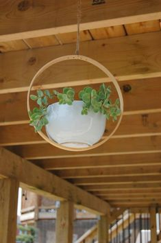 9 Beautifully Unique Methods for Making DIY Hanging Planters . Recycled Planters, Diy Planters, Planter Pots, Recycled Crafts, Succulent Planters, Planter Ideas, Diy Hanging Planter, Homemade Bird Feeders, Decorated Flower Pots