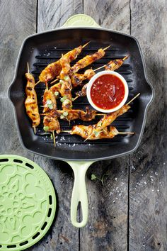 Le Creuset Palm Square Skillet Grill & Silicone Trivet // Sticky Chicken Skewers