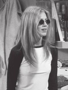 I hid bc I was terrified and then my kids found me Cabelo Jenifer Aniston, Jennifer Aniston 90s, Jennifer Aniston Friends, Jeniffer Aniston, Estilo Rachel Green, Rachel Green Style, Rachel Green Outfits, Friends Moments, Friends Tv Show
