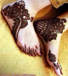 12 Stunning Feet Mehndi Designs - 12 beautiful henna designs that will help you in decorating your feet. there are many designs for henna on hands. Pakistani Mehndi Designs, Eid Mehndi Designs, Best Arabic Mehndi Designs, Legs Mehndi Design, Mehndi Designs For Girls, Mehndi Design Images, Beautiful Mehndi Design, Latest Mehndi Designs, Heena Design