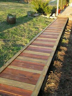 "Walkway. ""Pallet Projects"""