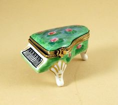 NEW HAND PAINTED FRENCH LIMOGES BOX CLAUDE MONET GRAND PIANO WITH WATERLILIES  #LIMOGESHINGEDBOX