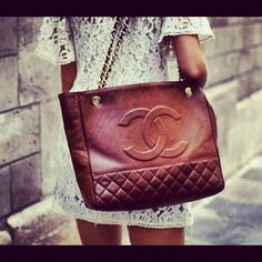 Love this brown Chanel bag combined with the lace dress <3