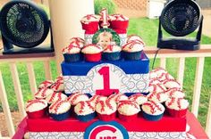 Watts Wild Ride: Blake's first birthday party...Chicago Cubs style!!!!!