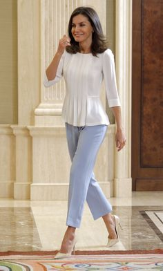 Queen Letizia of Spain attends several audiences at Zarzuela Palace on June 2019 in Madrid, Spain. Stylish Work Outfits, Office Outfits Women, Mode Outfits, Classy Outfits, Chic Outfits, Looks Kate Middleton, Pippa Middleton, Queen Letizia, Princess Letizia
