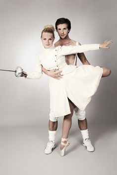 Fencing & Dancing - Two dancers who combine fencing and dancing in one photo. - A ballerina on pointe with a gorgeous fencing dress from 1920. Photographer: Irene Hoekstra - www.irenehoekstra.nl