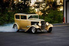 1932-ford-sedan-three-quarter-view-copper