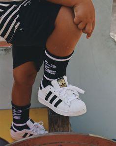 En nuestra sección Mayka Kids🐻 encontrarás las mejores marcas de zapatillas de niñ@s ahora con descuentos increíbles💥  ¡No te pierdas nuestras ofertas!🎉 Adidas Superstar, Kids Sneakers, Fashion, Shoes For Girls, Slippers, Branding, Moda, Fashion Styles, Fashion Illustrations