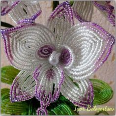 off loom beading Seed Bead Flowers, French Beaded Flowers, Victorian Flowers, Lace Flowers, Crochet Flowers, Seed Beads, Bead Crafts, Diy Crafts, Beaded Flowers Patterns