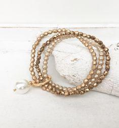 Armbänder - Armband - Perlenmix - gold - ein Designerstück von moanda bei DaWanda