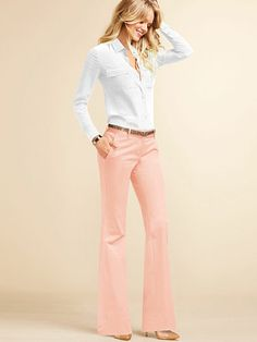 Love this peachy peach pants for spring. Great look at the office. The Kate Flar… Love this peachy peach pants for spring. Great look at the office. The Kate Flare Pant in Stretch Cotton Business Casual Outfits, Office Outfits, Work Outfits, Casual Office, Women's Casual, Semi Casual, Casual Clothes, Work Clothes, Peach Pants