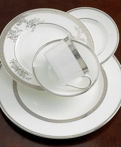 Vera Wang fine china: make every meal elegant, effortlessly! Find more tableware and accessories at Hands Jewelers.