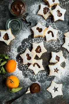 Celebrate Christmas cookie season with an orange kissed chocolatey Linzer cookie that brings two of the best flavors together! Creamy Nutella and orange are a match made in heaven! Chocolate Marshmallow Cookies, Chocolate Chip Shortbread Cookies, Linzer Cookies, Toffee Cookies, New Year's Desserts, Cute Desserts, Quick Cookies, Yummy Cookies, Cookie Recipes