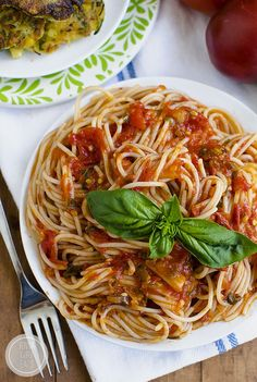 Pasta Pomodoro is the perfect recipe to highlight juicy, ripe summer tomatoes. This simple pasta dish is fresh and light! | iowagirleats.com