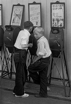 Peeking boys 1955 by Frank Horvat