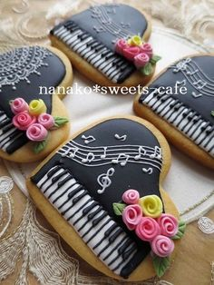 Find best ideas / inspiration for Valentine's day cookies. Get the best Heart shaped Sugar cookies for Valentine's day & royal icing decorating ideas here. Fancy Cookies, Iced Cookies, Cute Cookies, Easter Cookies, Cookies Et Biscuits, Cupcake Cookies, Sugar Cookies, Cookie Favors, Flower Cookies