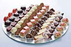 These are a few of my favorite things. Baking Recipes, Cake Recipes, Dessert Recipes, Christmas Desserts, Christmas Baking, Macedonian Food, Dessert Platter, Posne Torte, Kolaci I Torte