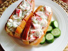 Voici une alternative économique au lobster roll! J'ai omis la salade, mais ne vous empêchez pas d'en ajouter si vous en avez sous la main. ...