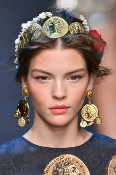305 details photos of Dolce & Gabbana at Milan Fashion Week Spring 2014.
