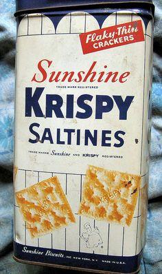 Sunshine Krispy Saltines - photo by mankatt Vintage Advertisements, Vintage Ads, Vintage Items, Vintage Tools, Vintage Antiques, Vintage Stil, Vintage Love, Tin Containers, Vintage Packaging