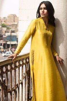 Long Dress Design, Stylish Dress Designs, Stylish Dresses, Pakistani Dresses Party, Simple Pakistani Dresses, Dress Indian Style, Indian Fashion Dresses, Fashion Outfits, Kurta Designs Women