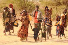 Las terribles y constantes noticias que nos llegan sobre la crisis alimentaria en el Cuerno de África son desoladoras. El día 20 de Julio, las Naciones Unidas declararon en situación de hambruna a dos grandes regiones de Somalia. Se han visto afectadas 3,7 millones de personas, casi la mitad de la población del país. Sin embargo, la crisis traspasa sus fronteras. En estos momentos, debido a la devastadora sequía que sufre la región, más de 11 millones de personas en Kenia, Somalia y Etiopía…
