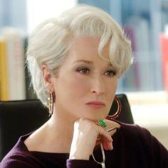 + Gray Hair Meryl Streep as Miranda Priestly in Devil wears Prada Short Hair Cuts, Short Hair Styles, Corte Y Color, Devil Wears Prada, Going Gray, Meryl Streep, Aging Gracefully, Celebrity Hairstyles, Gray Hairstyles