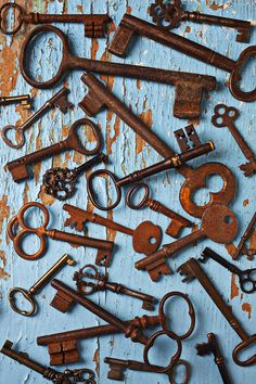 Old rusty Skeleton Keys: photo by Garry Gay Under Lock And Key, Key Lock, Antique Keys, Vintage Keys, Arte Gcse, Cles Antiques, Ideas Vintage, Old Keys, Knobs And Knockers