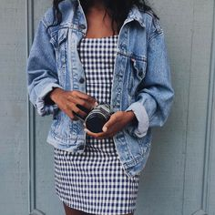 baggy levi's denim jacket + gingham dress [with softer contrast in gingham - meke] Street Style Outfits, Casual Outfits, Cute Outfits, Summer Outfits, Dress Summer, Ensembles Outfit, Look Fashion, Fashion Outfits, Denim Fashion
