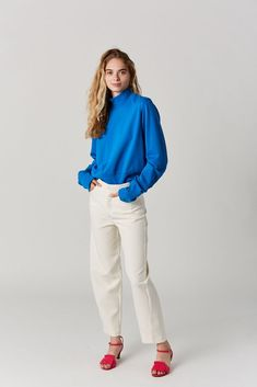 French Terry sweatshirt with exaggerated neck and sleeve hem. cotton Made in the USA Model is wearing a S. Model is a US 2 in dresses & bottoms, 26 denim and S in tops. Cotton Citizen, French Terry, Milan, Electric, Bell Sleeve Top, Normcore, Fashion Outfits, Denim, Sweatshirts