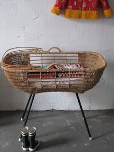 Vintage cane crib.. how cute!! @Yolanda Imamura Whitaker you need!