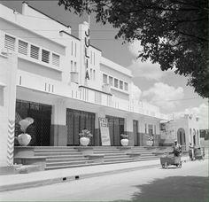 SANTO DOMINGO / 1961 Cine Teatro Julia, avenida José Trujillo Valdez. Ciudad Trujillo , República Dominicana. Fuente: Ghety Images Imágenes de Nuestra Historia.... See More