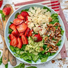 Strawberry Avocado Salad to Clean Your Body and Brighten Your Spirits! Clean Eating Recipes, Lunch Recipes, Healthy Eating, Healthy Food, Vegan Food, Mexican Food Recipes, Vegetarian Recipes, Healthy Recipes, Detox Recipes