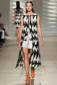 See all the Collection photos from Thakoon Spring/Summer 2015 Ready-To-Wear now on British Vogue Runway Fashion, High Fashion, Fashion Show, Womens Fashion, Fashion Design, Winter Fashion 2014, Fashion Spring, Spring Summer 2015, Summer Time