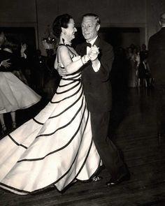 Duke and Duchess of Windsor dancing at the Greenbrier, White Sulphur Springs, W. Wallis Simpson, Eduardo Viii, Edward Windsor, Christian Dior, Reine Victoria, English Royalty, Princesa Diana, Royal House, Royal Fashion