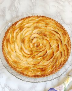 Apple Frangipane Tart - Baking Sense Apple Frangipane Tart is a classic and elegant treat fit for any dessert table. A crisp, sweet-crust is filled with rich almond frangipane filling, baked with sliced apples and finished with apricot preserves. Creme Frangipane, Frangipane Recipes, Frangipane Tart, Tart Recipes, Vegan Recipes Easy, Apple Recipes, Baking Recipes, French Dessert Recipes, Classic Desserts