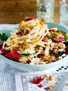 Spaghetti with Mince Feta Sauce and Vegetable Chips Recipe DELICIOUS- Spaghetti mit Hack-Feta-Soße und Gemüsechips Rezept Pork Recipes, Lunch Recipes, Pasta Recipes, Appetizer Recipes, Vegetarian Recipes, Dinner Recipes, Healthy Recipes, Cooking Recipes, Vegetable Chips