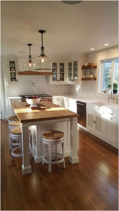 Farmhouse Kitchen Island, Modern Farmhouse Kitchens, Diy Kitchen, Cool Kitchens, Kitchen Modern, Kitchen Lamps, Kitchen Industrial, Scandinavian Kitchen, Design Kitchen