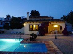 COSTA BLANCA SPANIEN: Ferienvilla Costa Blanca in Moraira mit Pool und Kamin in zentraler Lage!  Details zum #Immobilienangebot unter https://www.immobilienanzeigen24.com/spanien/comunidad-valenciana/03720-benissa/Haus-mieten/18035:1049775787:0:mr2.html  #Immobilien #Immobilienportal #Benissa #WohnenaufZeit #Haus #Spanien