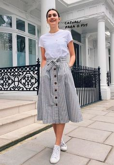Trendy how to wear jeans skirt modest fashion Modest Casual Outfits, Stylish Dresses, Classy Outfits, Cute Outfits, Modest Wear, Casual Skirts, Girls Fashion Clothes, Teen Fashion Outfits, Modest Fashion