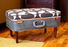 25 ideas DIY para decorar con maletas