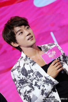 This is an International Fan site dedicated to Korean singer Hwang Chiyeul.