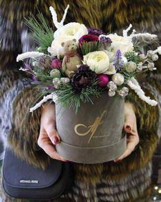 New Flowers Box Ideas Decor Ideas Hat Box Flowers, How To Wrap Flowers, Flower Boxes, Paper Flowers, Christmas Floral Arrangements, Christmas Centerpieces, Flower Arrangements, Christmas Decorations, Christmas Door Wreaths