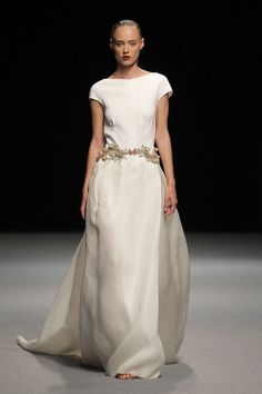 Beautiful Gowns, Beautiful Outfits, Moda Madrid, Special Occasion Outfits, Embroidered Clothes, Hippie Outfits, Dress Cuts, Dream Dress, Nice Dresses