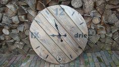 Klok van sloophout